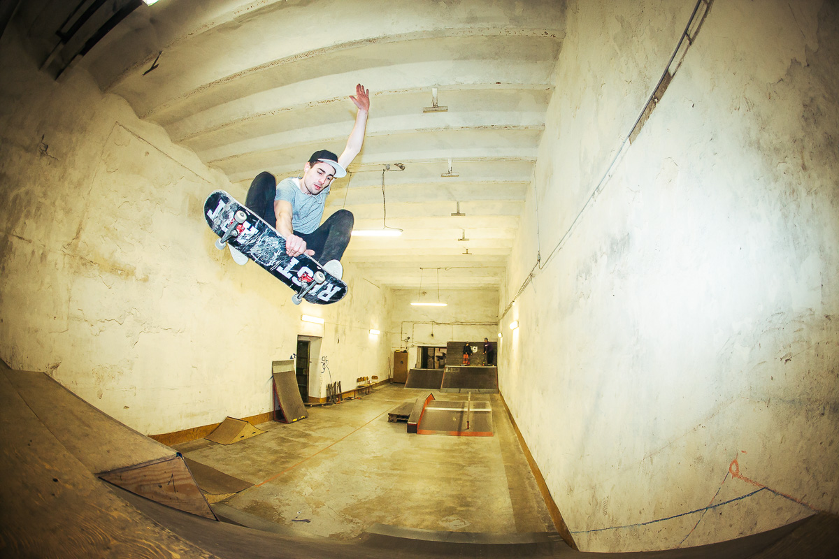 Adam Pelc - frontside indy