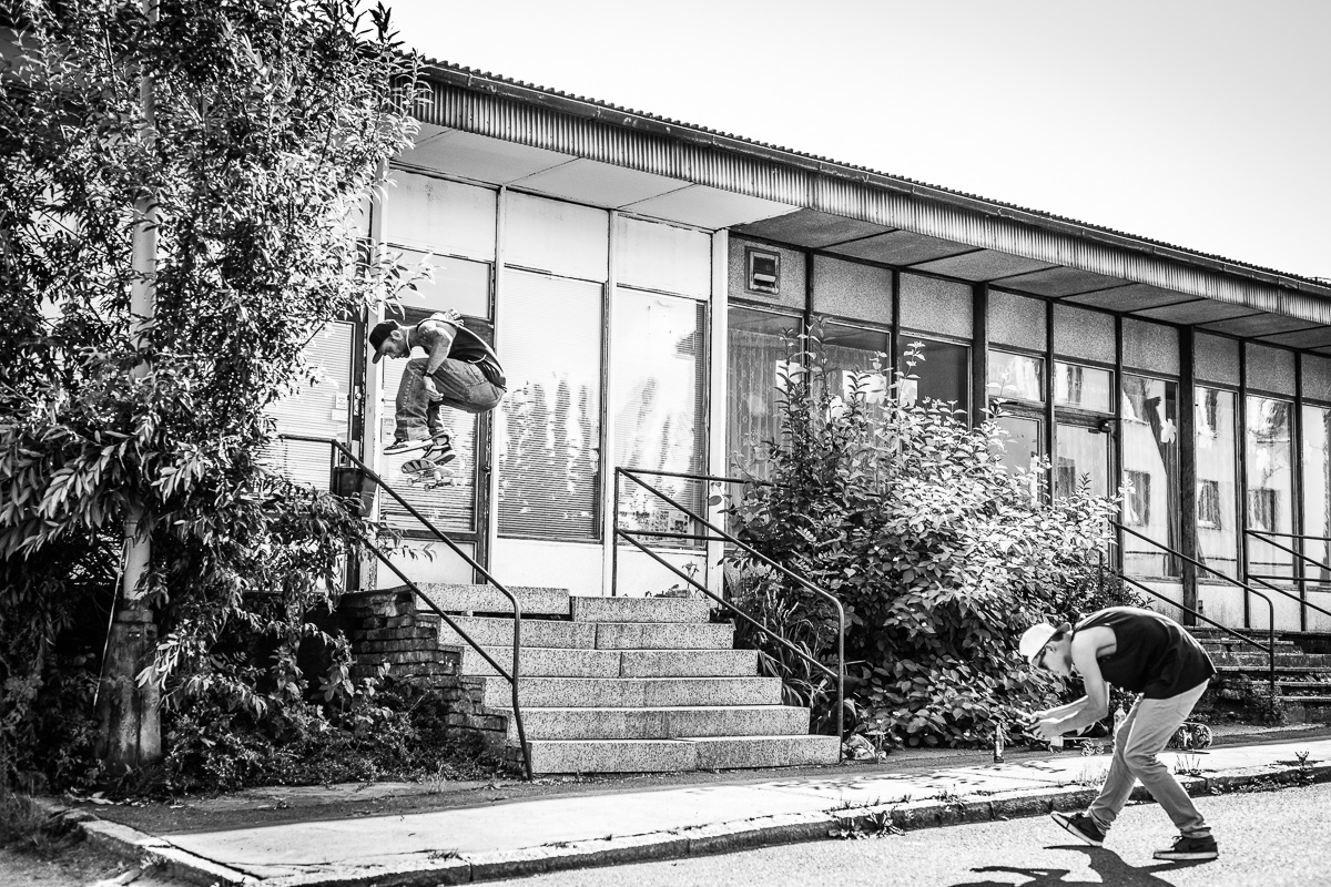Sváťa Vorel - heelflip over rail