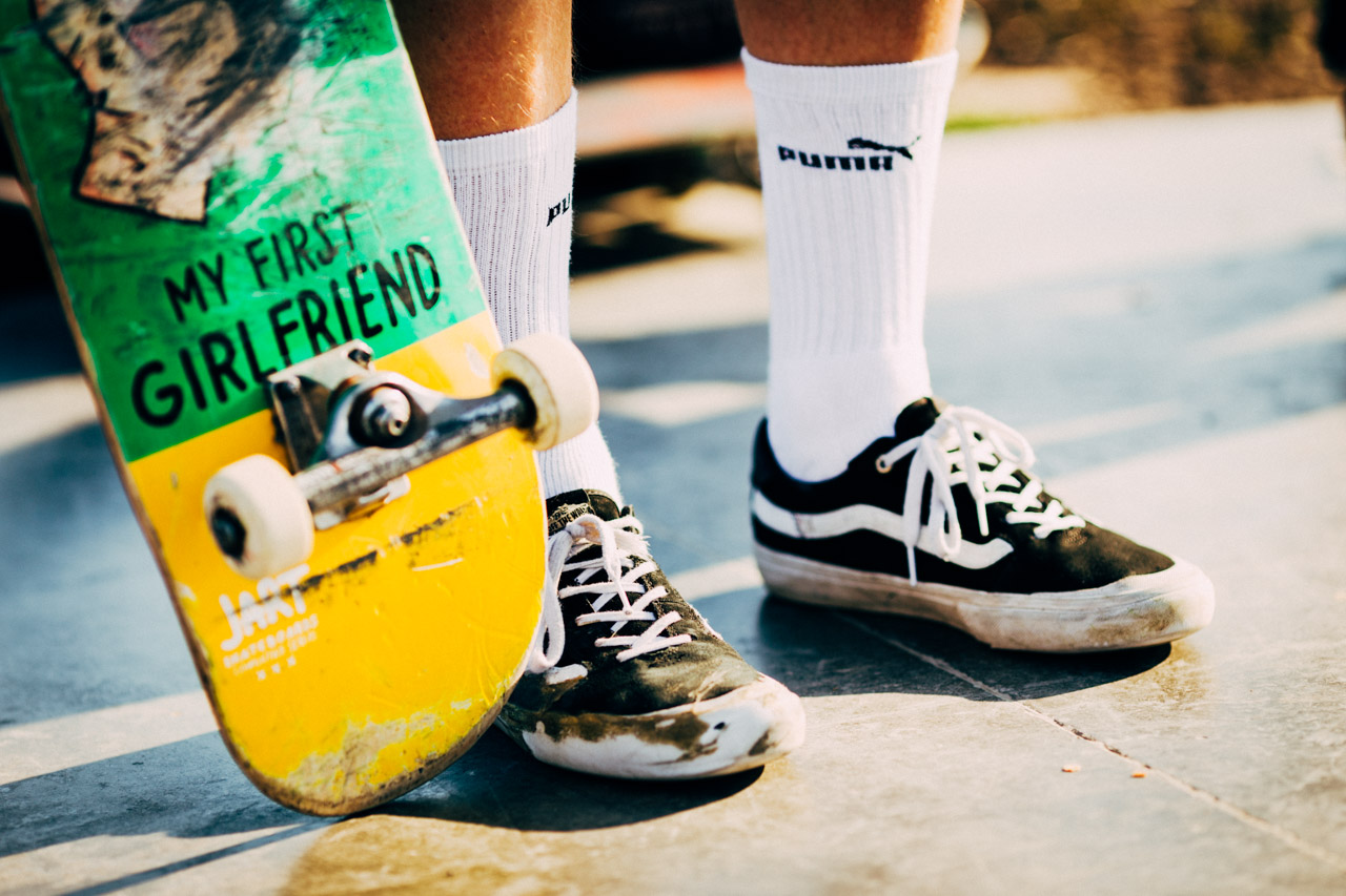 Skateboarding world: deck and shoes